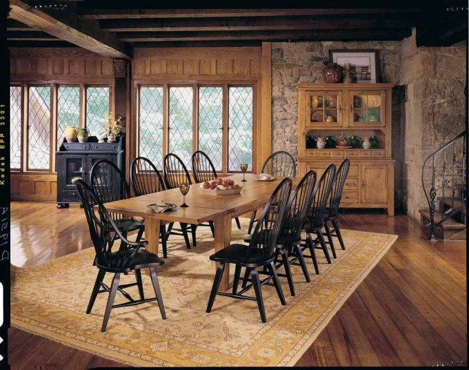 Wonderful Dining Chairs In Black With Mocha Wooden Dining Table By Broyhill Furniture On Wooden Floor With Floral Rug For Dining Room Decor Ideas