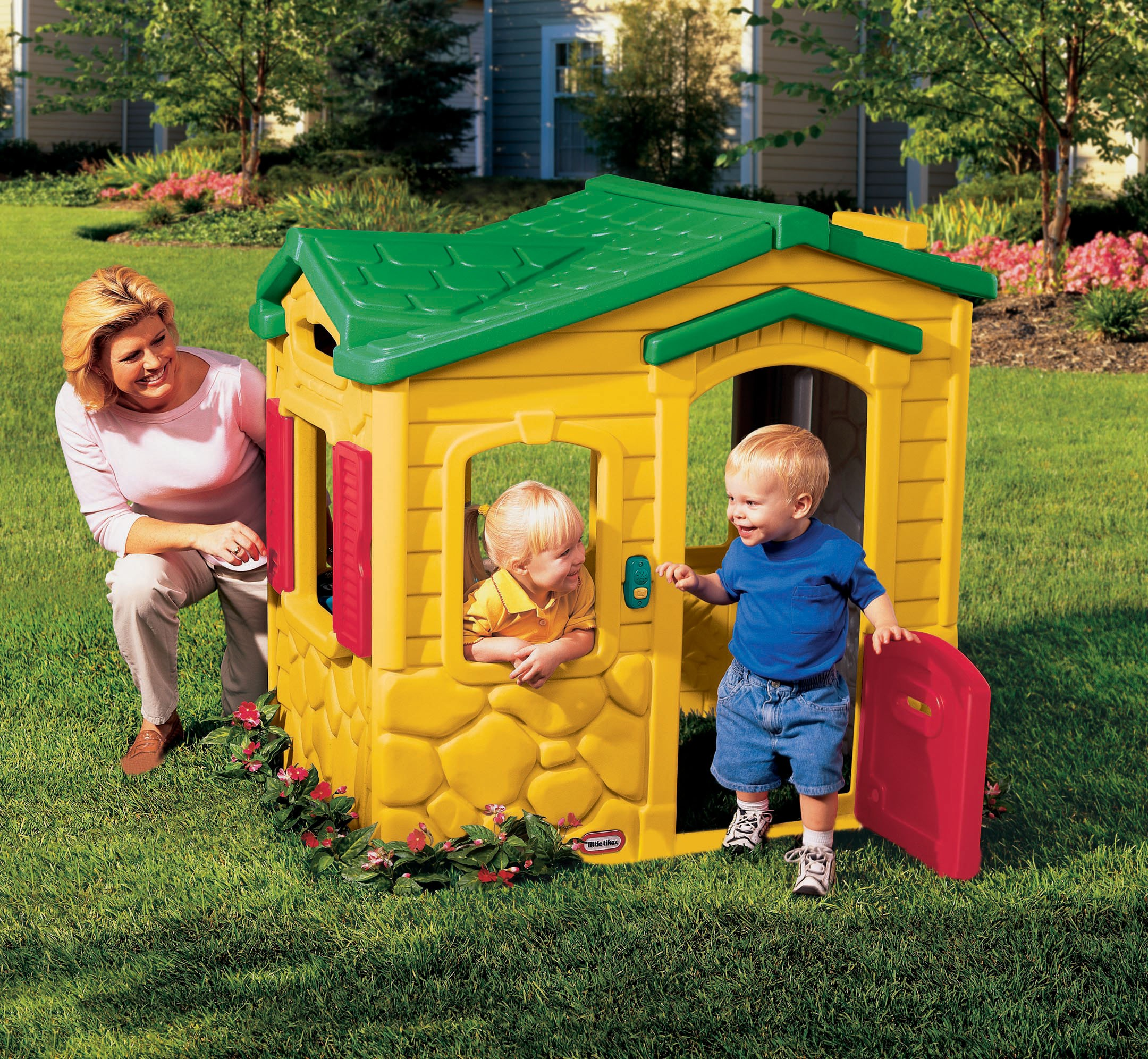 Wonderful Little Tikes Playhouse With Yellow Siding And Green Roof For Playground Decor Ideas