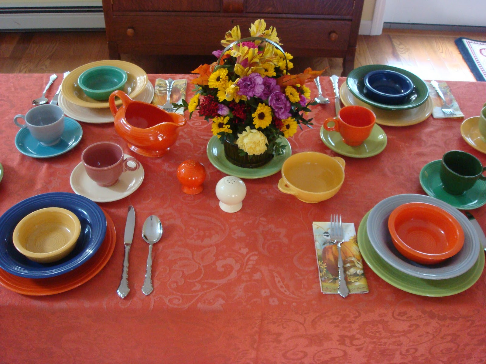 Wonderful Table Setting With Fiestaware Dinnerware Set Ideas